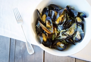 Mussels with Leeks and Saffron
